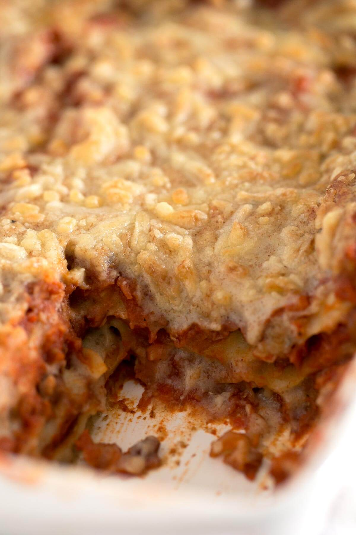 Vegan Lasagna. - Preparing a delicious vegan lasagna at home is incredibly easy and has nothing to envy the traditional one. In addition, it is healthier, lighter and more nutritious.