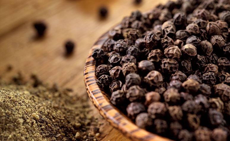 """A pimenta preta é o """"rei"""" das especiarias, graças a estes benefícios para a saúde"""