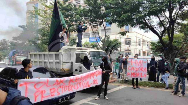 "Rame-rame Tolak Kedatangan Jokowi ke Makassar, Aliansi Mahasiswa Demo Besar Teriak ""Innalillahi"""