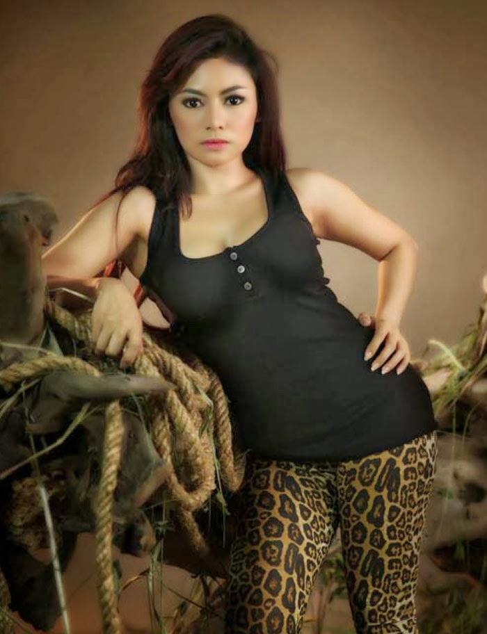 Model Hot Dan Cantik Vitalia Shesya
