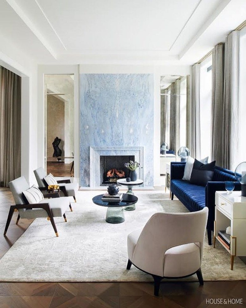 Como usar classic blue na decoração da sala de estar