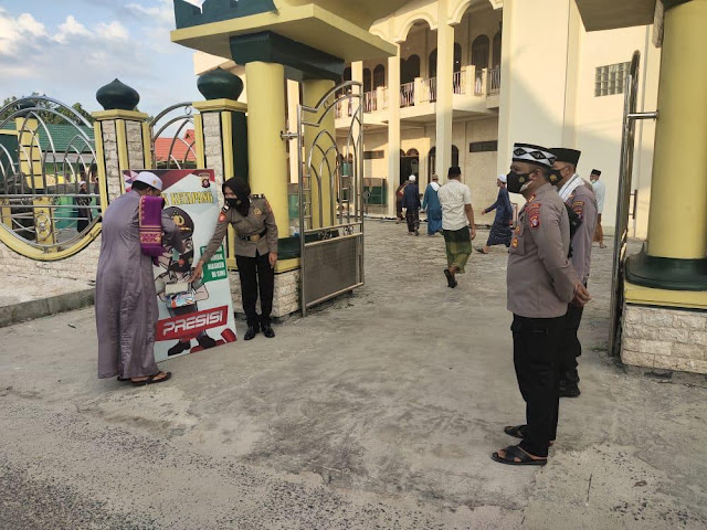 Pengamanan Sholat Idul Adha, Polsek Ketapang Sediakan ATM Masker