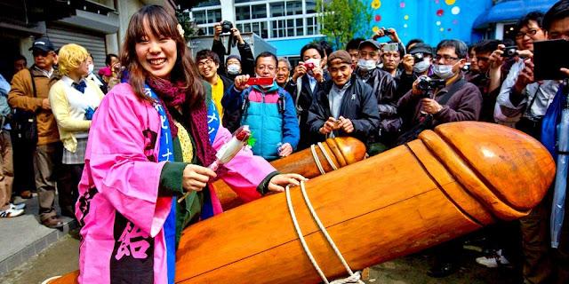 Festival Kesuburan di Jepang dengan Barang-Barang Aneh, Bikin Mual Liatnya