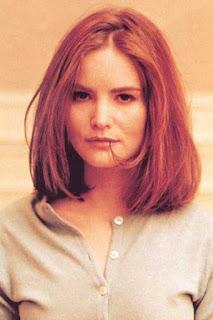 جينيفر جيسون لي (Jennifer Jason Leigh)، ممثلة أمريكية