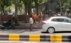 সুপ্রীম কোর্টের সামনে গায়ে আগুন দম্পতির, আজ মৃত্যু 1 জনের