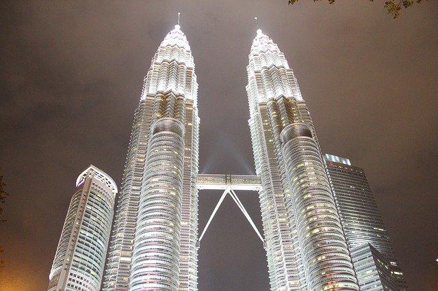 Twin Tower Menara Petronas Rekomendasi Tempat Wisata di Kuala Lumpur Malaysia