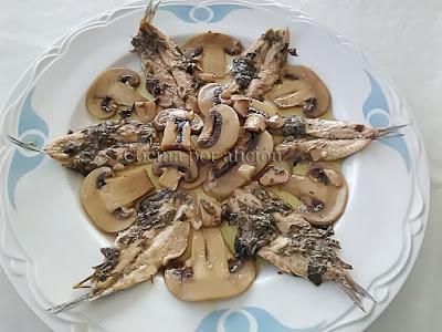 boquerones amoragaos con champiñones al ajillo