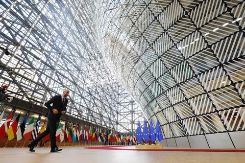 «Σταματήστε αυτό το τσίρκο τώρα!»: Χαμός στο πολύωρο Eurogroup – «Τριγμοί» στο ευρωπαϊκό οικοδόμημα