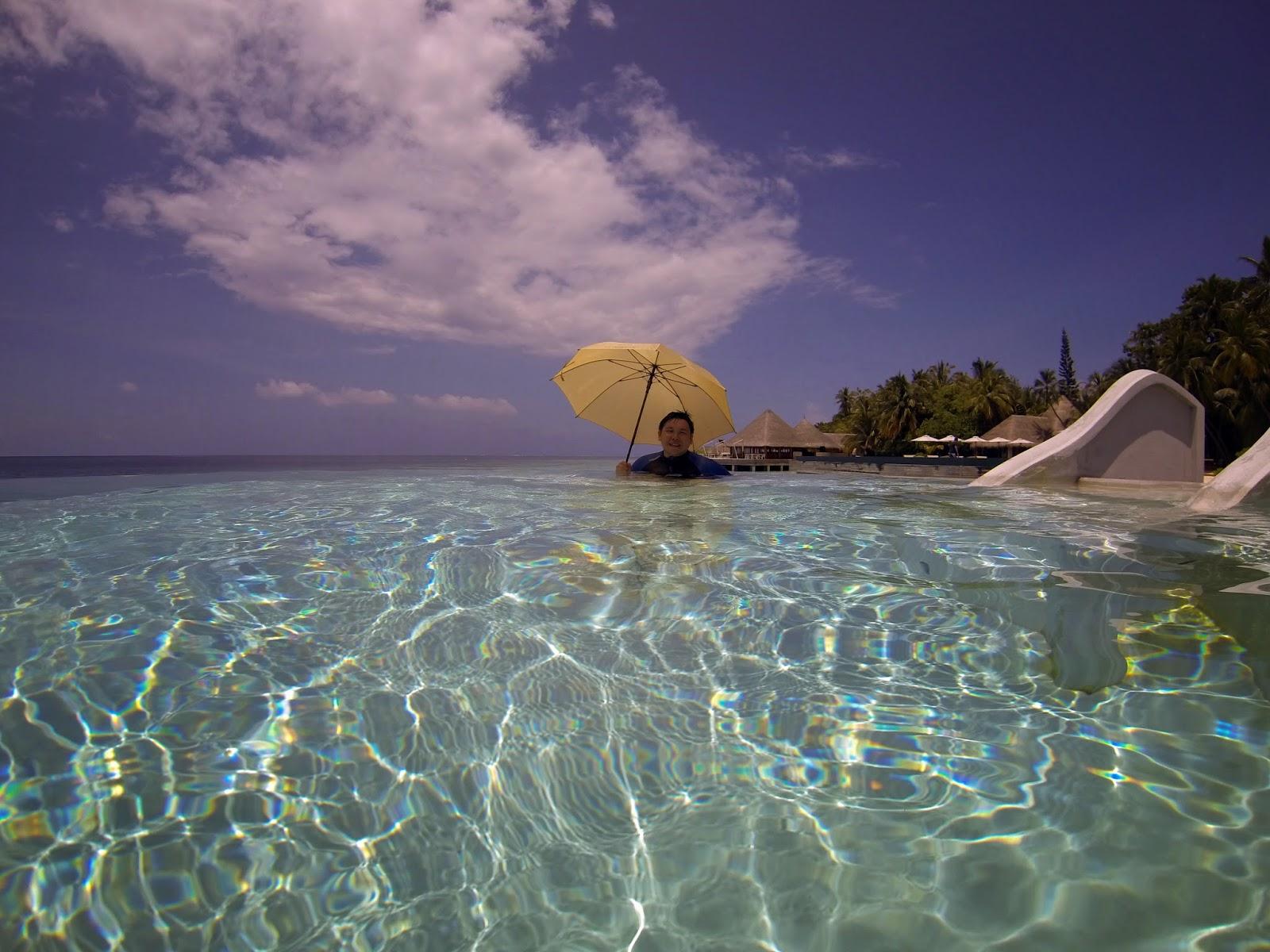 Lonu Veyo (Floatation Pool) - Huvafen Fushi, Maldives - Travel is my