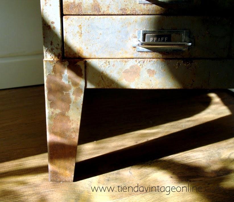 Muebles industriales auténticos. Cajoneros industriales en valencia