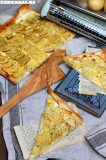http://sophiasleuchttage.blogspot.de/2016/09/kartoffel-rosmarin-pizza-ein-stuck.html