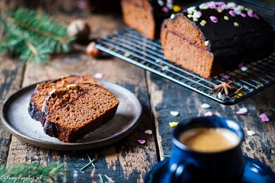 piernik-czekoladowy-z-orzechami