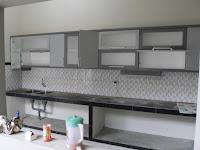 furniture semarang - kitchen set minimalis  pintu kaca engsel hidrolis - kitchen set design 2015