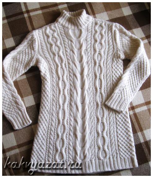 Модель теплого свитера крупной вязки с эффектным узором из аранских кос.