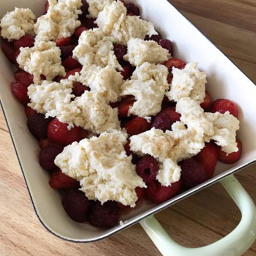 Erdbeer-Himbeer-Cobbler