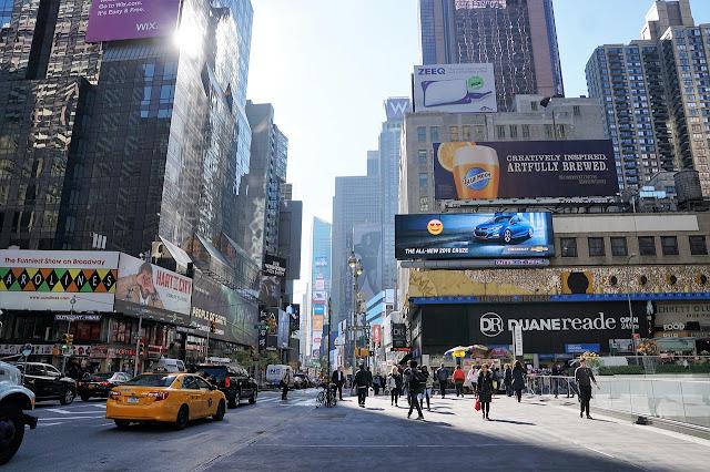 الفرق بين online advertising و offline advertising