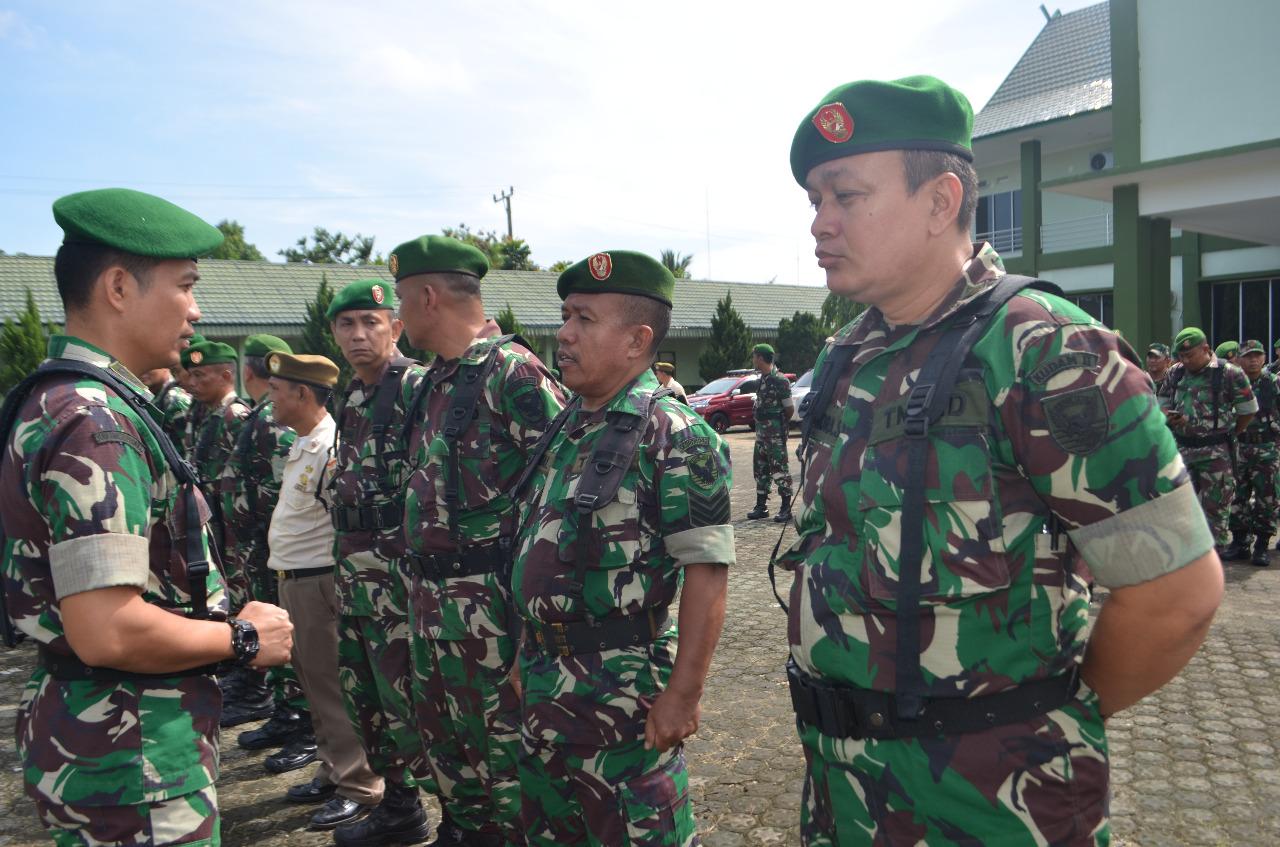 Kasipers Berangkatkan 92 orang Prajurit dan PNS Makorem 042/Gapu Melaksanakan Cuti Lebaran Gelombang Pertama