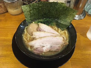 豚骨醤油ラーメン (一門屋スペシャル)