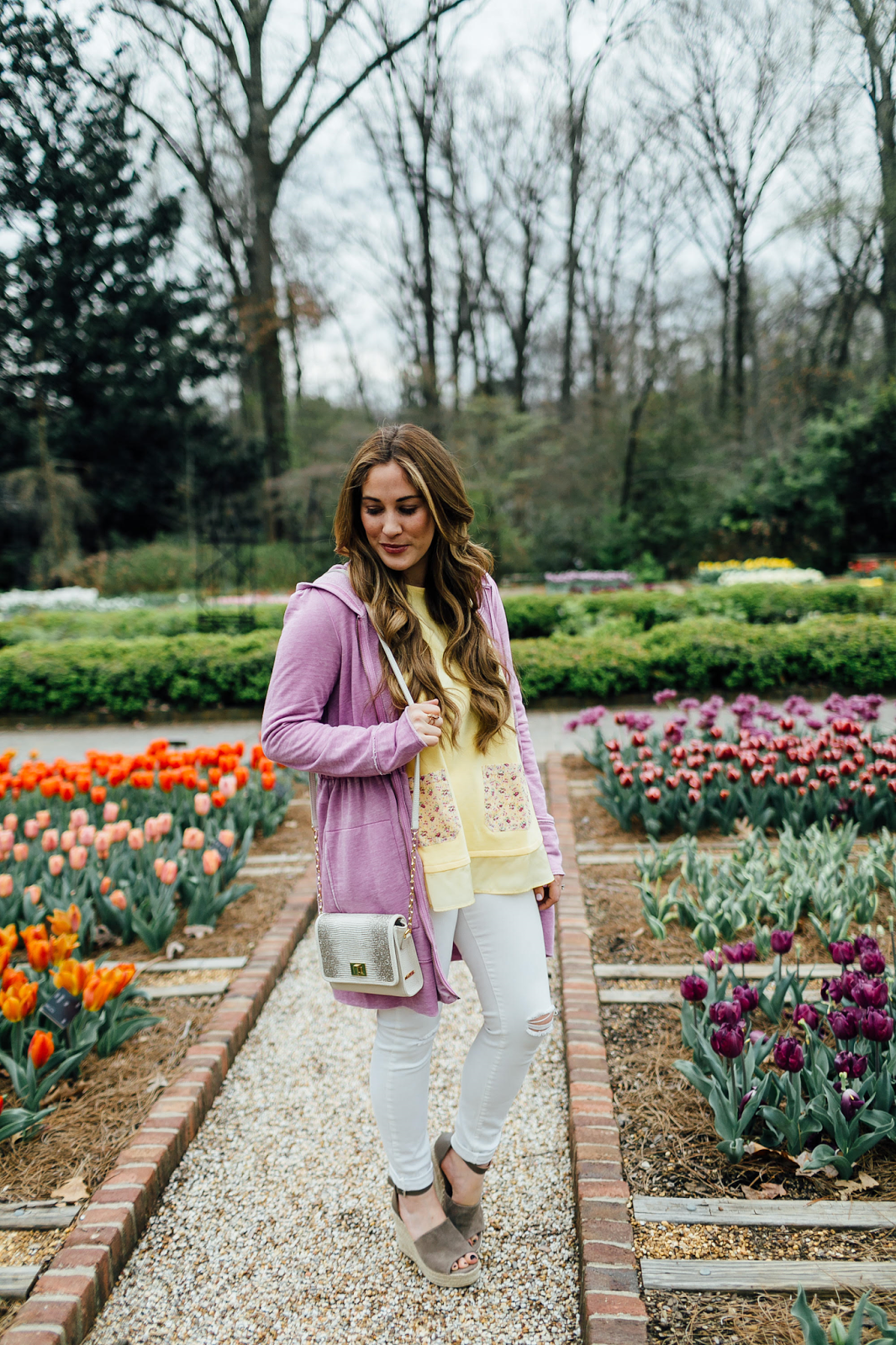 How to Layer Clothing for Spring by fashion blogger Laura from Walking in Memphis in High Heels