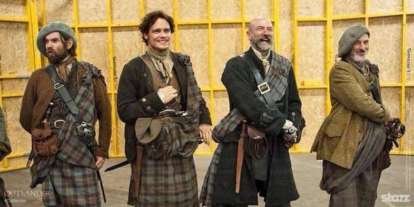 Sam Heughan, Graham MacTavish y Duncan Lacroix en Outlander