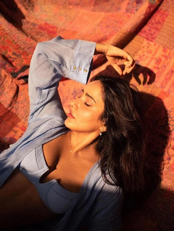 Neha Sharma flaunts ample cleavage in a bra paired with jeans and open shirt