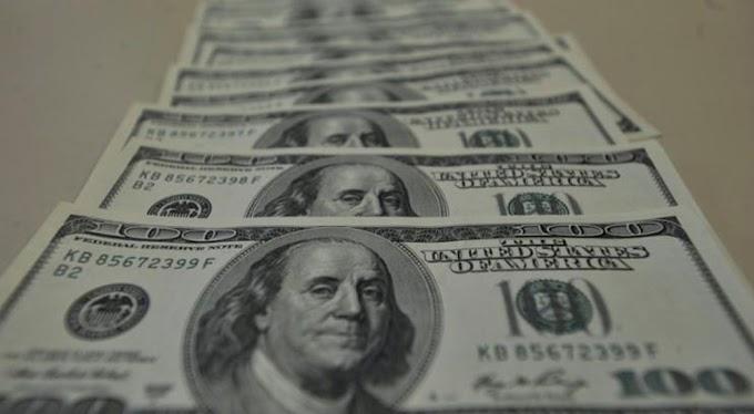 Dólar bate recorde e fecha em R$ 5,84 após corte de juros