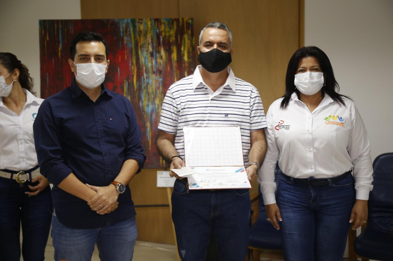 Premian a ganadores de la exposición 'El arte piensa el ambiente'