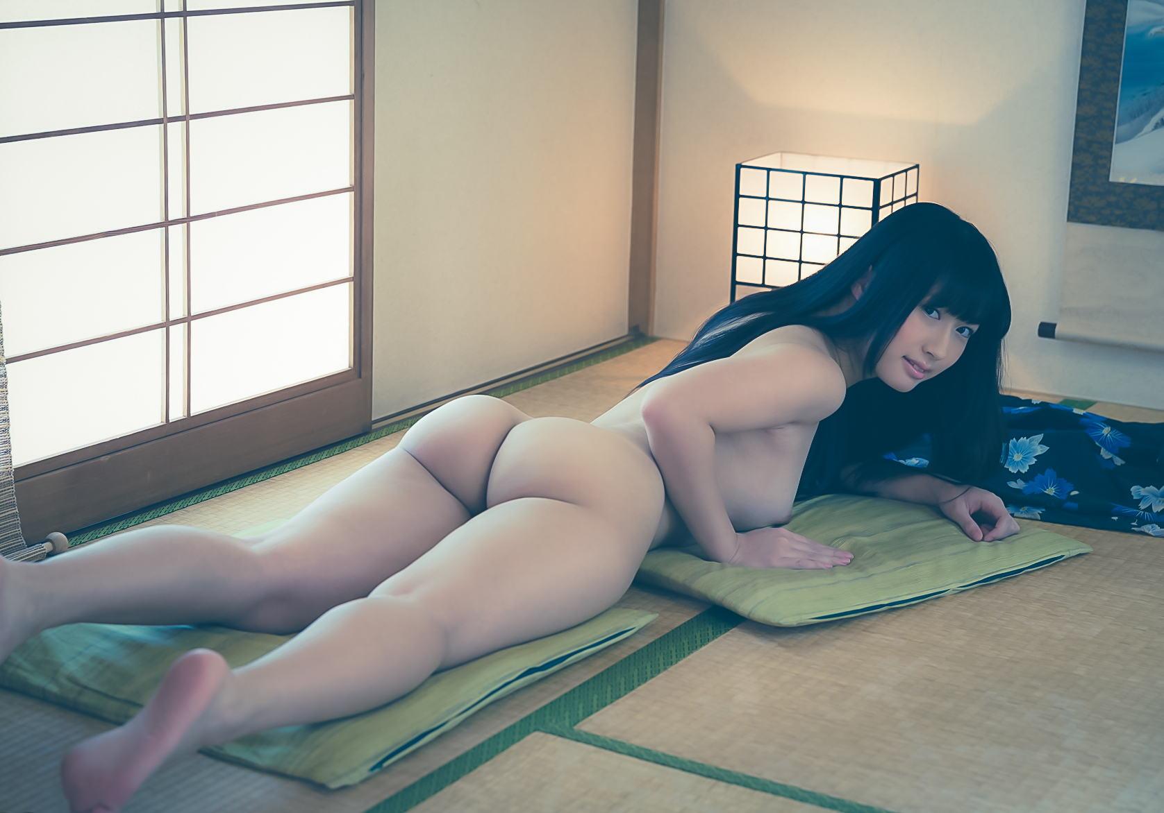 Naked bubble butt girls
