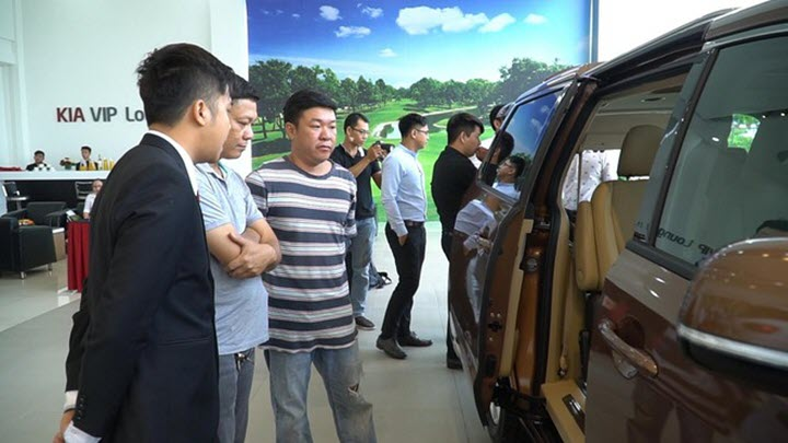 Khổ' như người Việt mua ô tô