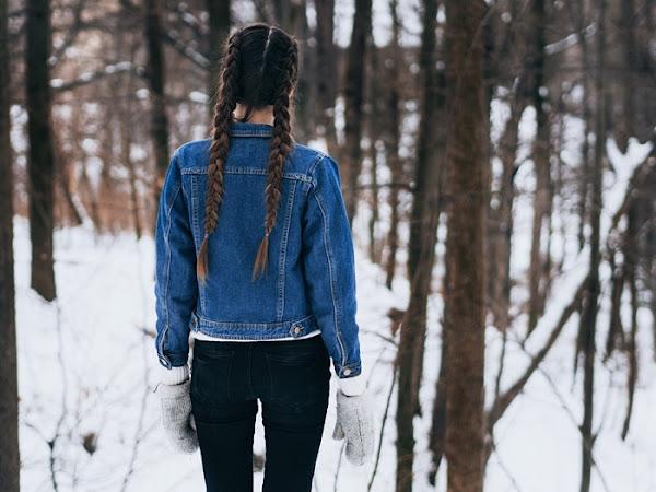 223. Stylizacja: jeansowa kurtka, biały sweter