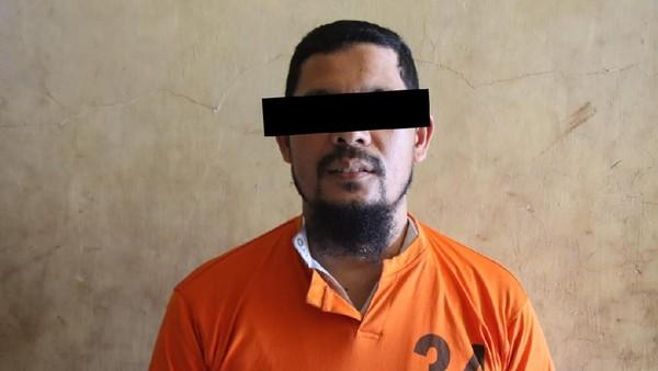 Tampang Eks Pimpinan FPI Aceh Tersangka Ajak Terobos Mudik Berbaju Tahanan