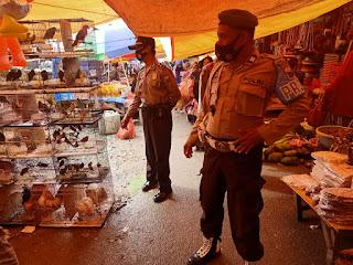 Polsek Alla Polres Enrekang Terus Tingkatkan Patroli Disiplin Prokes di Pasar  Sudu