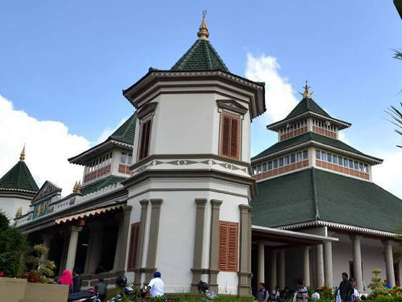 Masjid Agung Manonjaya Tempat Wisata di Tasikmalaya Terbaru