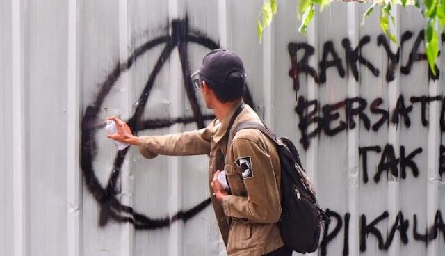 Polisi: Demo Mahasiswa di Bandung Ricuh Akibat Provokasi Kelompok Anarko