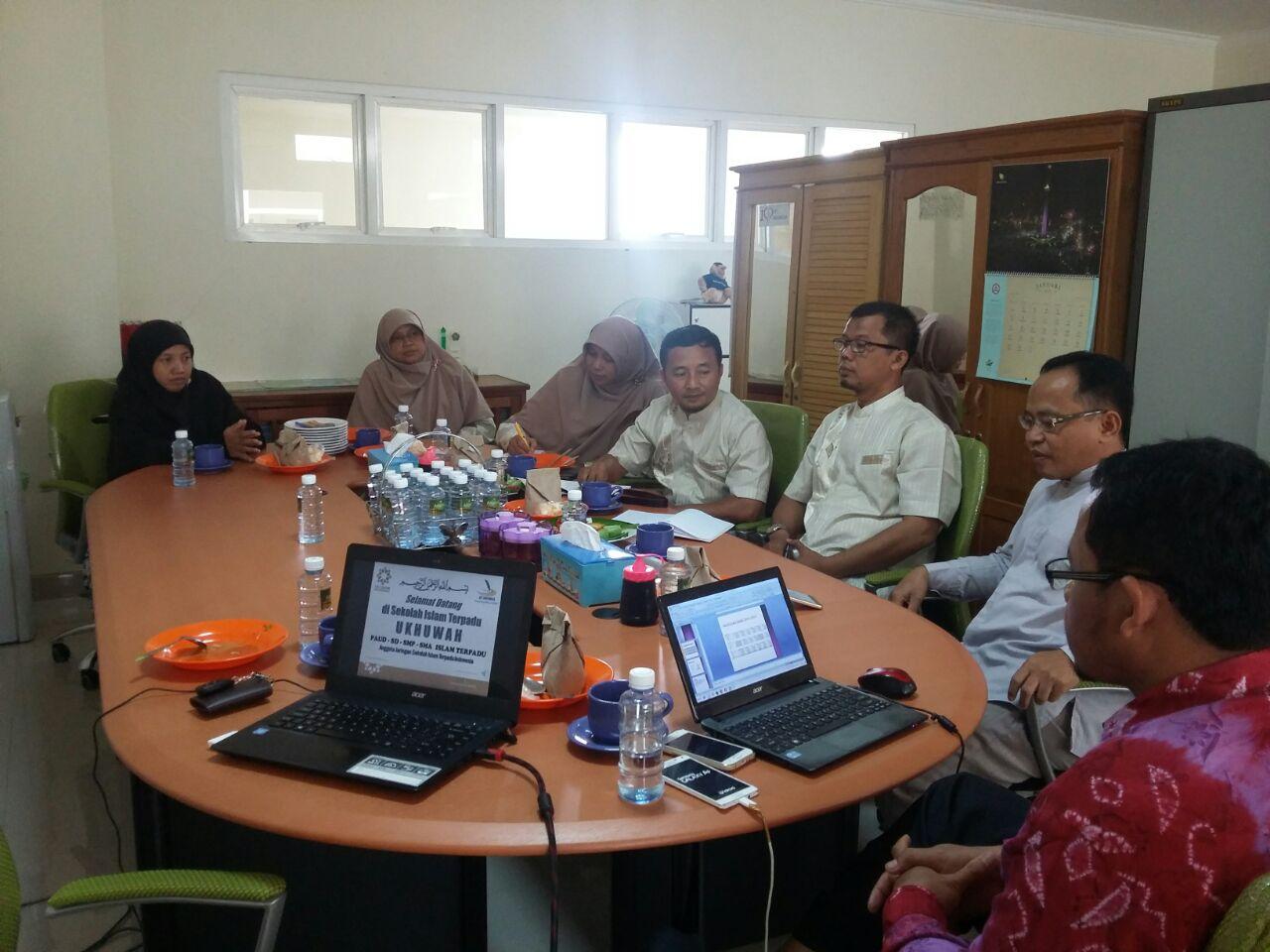 Yayasan Robithoh Subang Dan Yayasan Ukhuwah Lakukan Sharing Pengalaman Sekolah Islam Terpadu Ukhuwah Banjarmasin