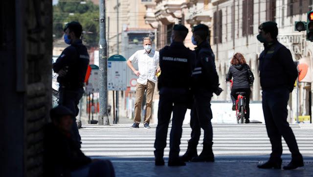 Italia registra 415 nuevas muertes por covid-19 y el número total de decesos se eleva a 26.384