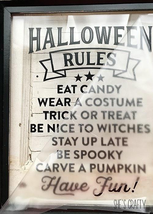 how to apply vinyl easily, halloween art, thrift store makeover