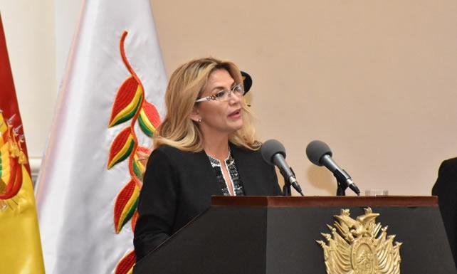 Presidenta Áñez afirma que el Gobierno heredó una YPFB aún sana, pero con debilidades