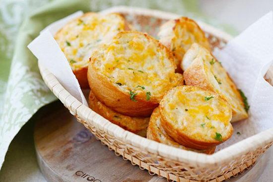 Bánh mỳ nướng bơ tỏi phô mai