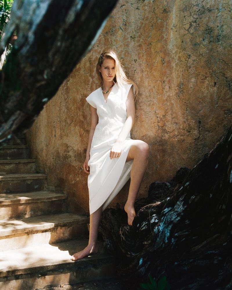 Nikki McGuire wears Zara lace trim linen dress.
