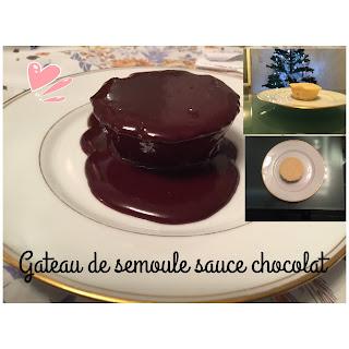 Gâteau de semoule accompagné d'une sauce au chocolat
