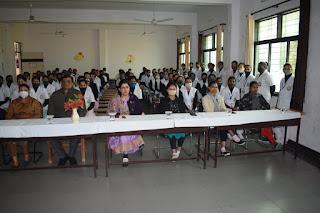 पीपीएस कालेज ऑफ नर्सिंग में बर्ड फ्लू पर आयोजित सेमिनार में छात्र - छात्राओं को किया जागरूक