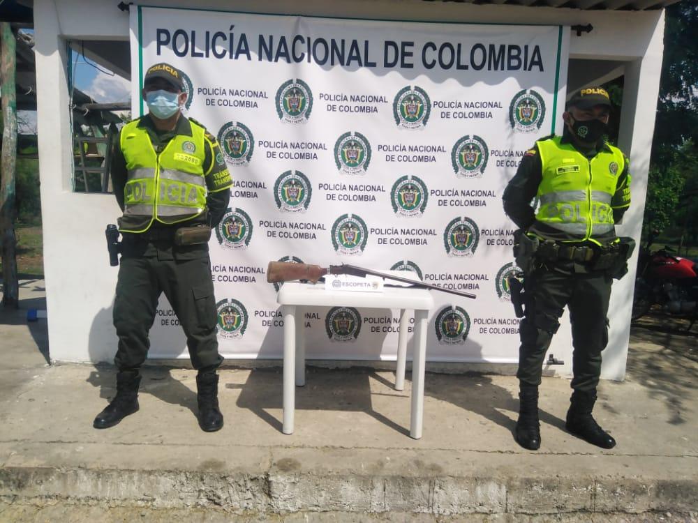https://www.notasrosas.com/Setra captura dos mujeres con mil gramos de cocaína y realiza otros operativos en vías de La Guajira