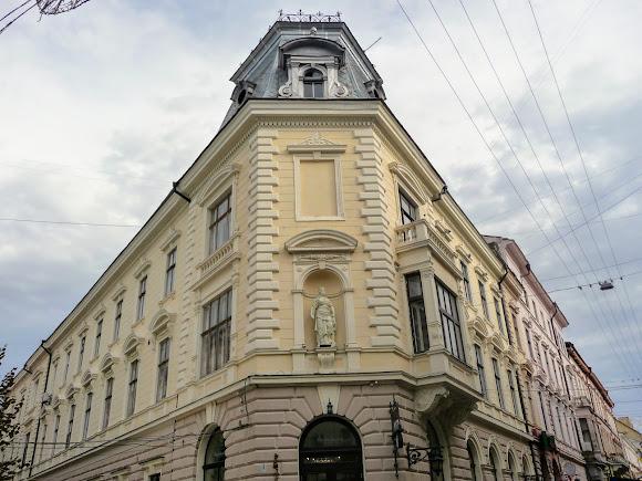 Черновцы. Ул. О. Кобылянской, 5. Бывший доходный дом, ресторан «Европа»