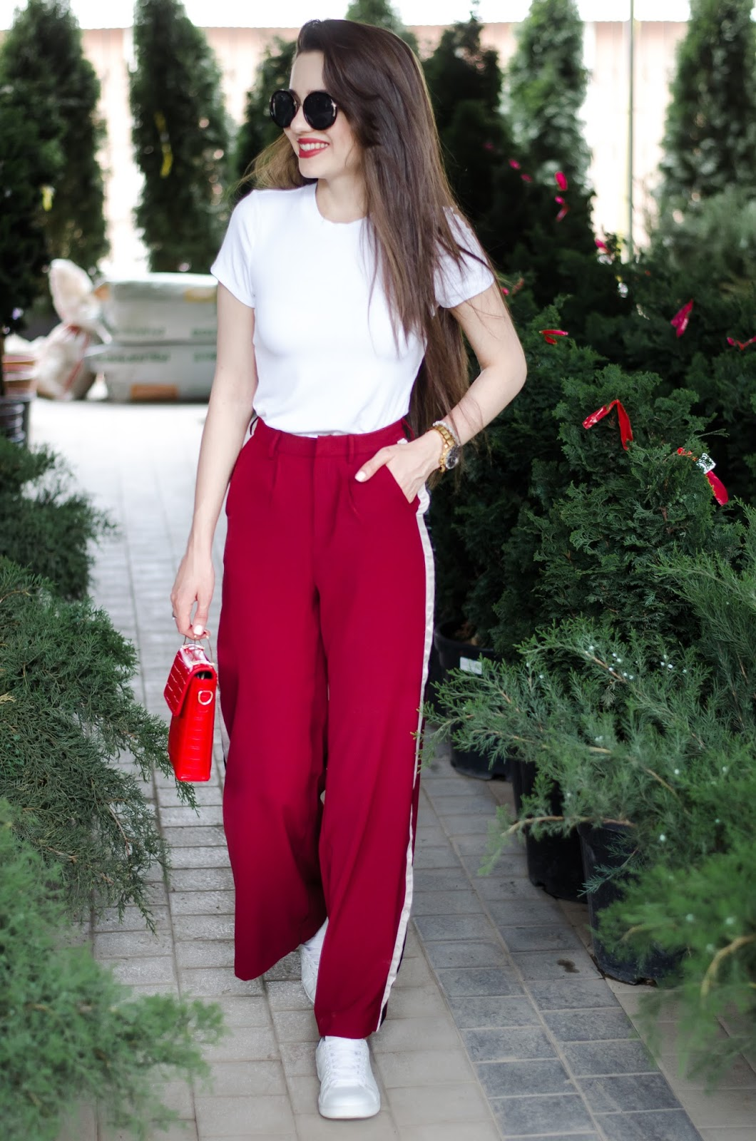 diyorasnotes diyora beta fashion blogger style outfitoftheday lookoftheday red wide leg pants white t-shirt red bag casual outfit white sneakers sport-chic