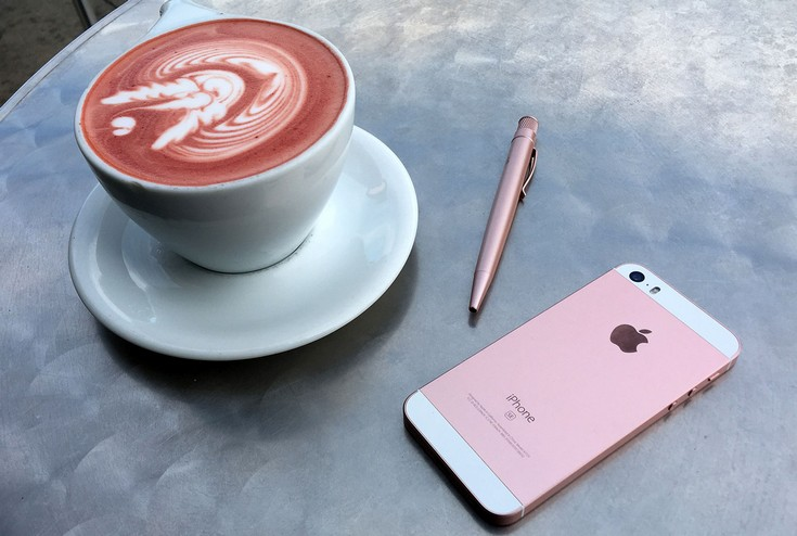 iphone-se-red-velvet-hero The latest rumor about the iPhone SE 2 is that there will be no iPhone SE 2 Cydia