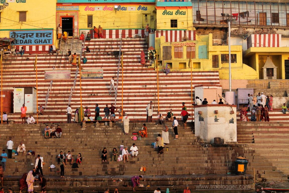 Прогулка по гатам в городе Варанаси, Индия