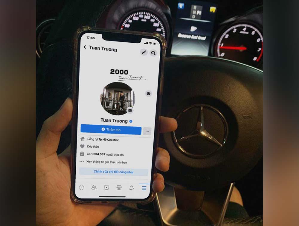 Ghép ảnh sống ảo khoe iphone 12 trên xe Mercedes