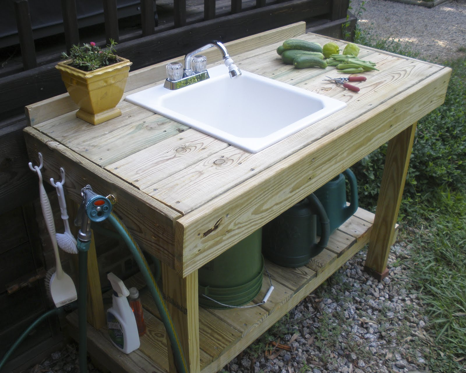 the gardening gallimaufry new potting bench fried okra. Black Bedroom Furniture Sets. Home Design Ideas