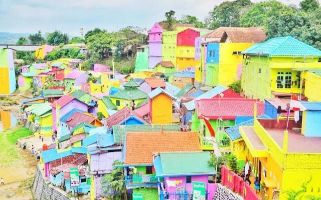 Kampung warna-warni di Malang.